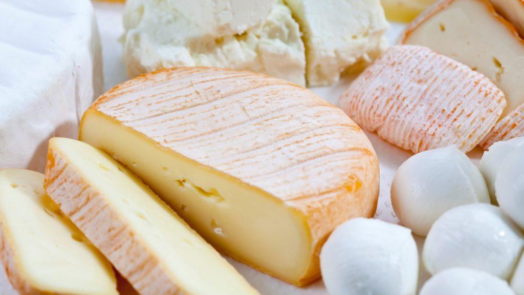 különféle sajtok