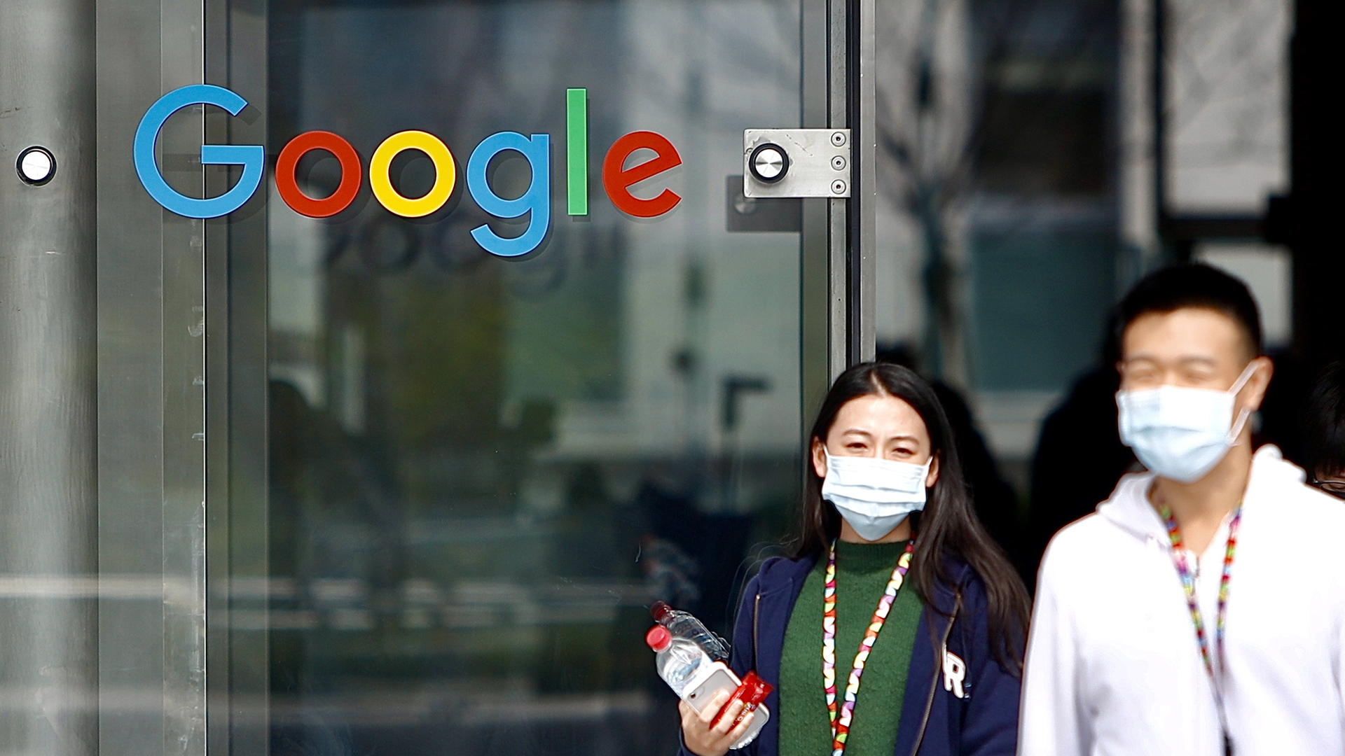 A Google is a maszkviselésre figyelmezteti a netezőket