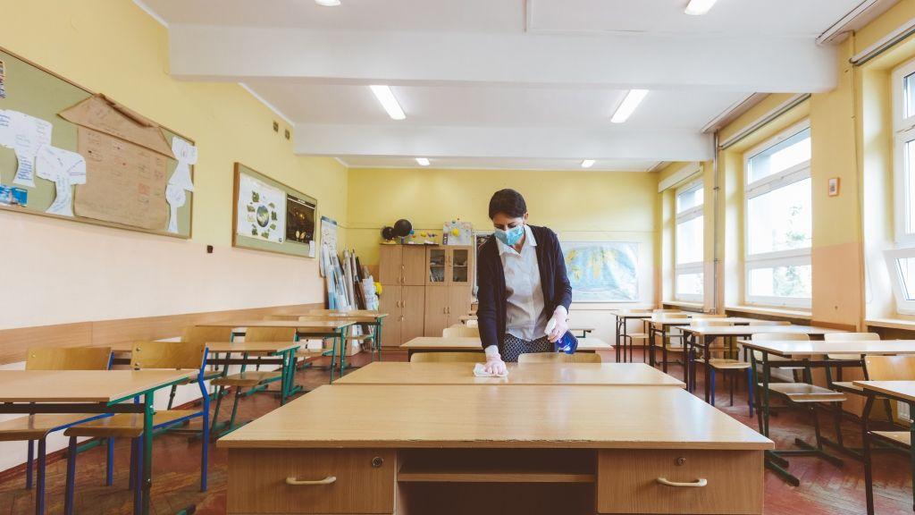 Fertőtlenítés egy iskolában