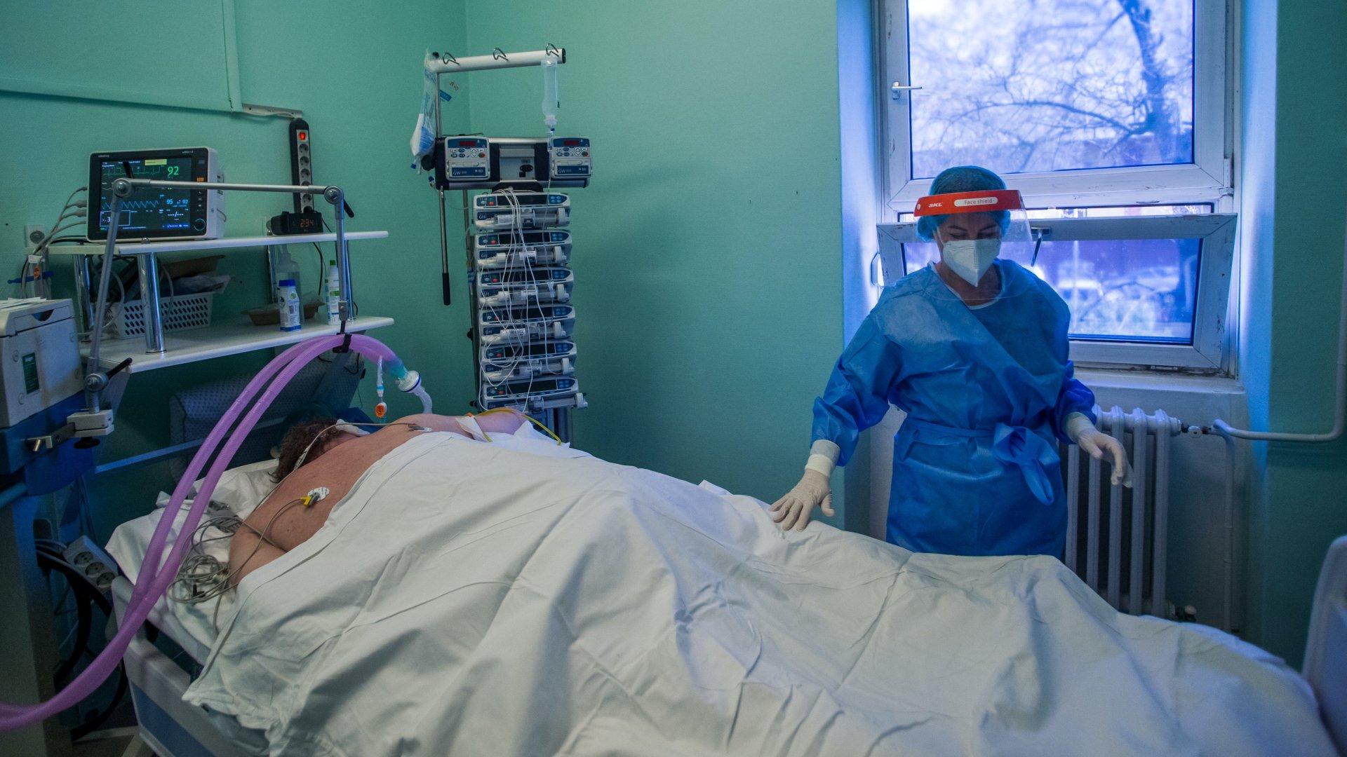 Koronavírusos beteg lélegeztetőgépen