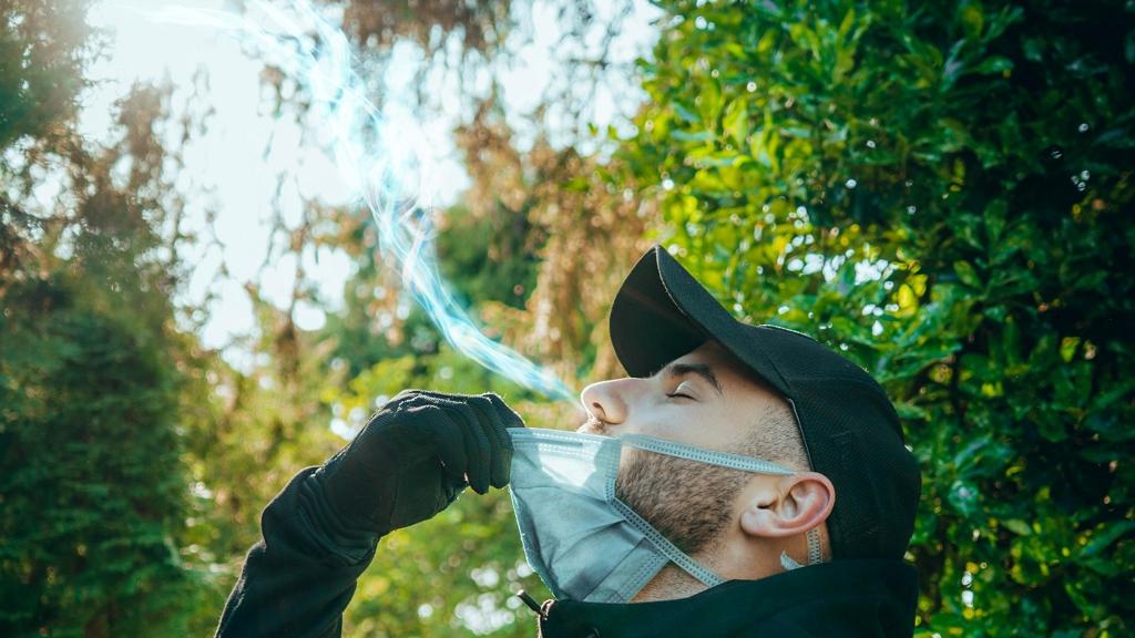 Sokan nem hordják a maszkot a szabadban, csak rendőr kérésére veszik fel