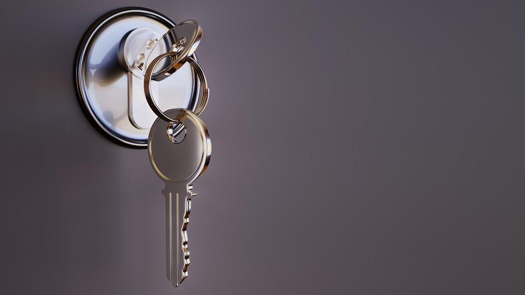 bezárt ajtó, kulcs a zárban
