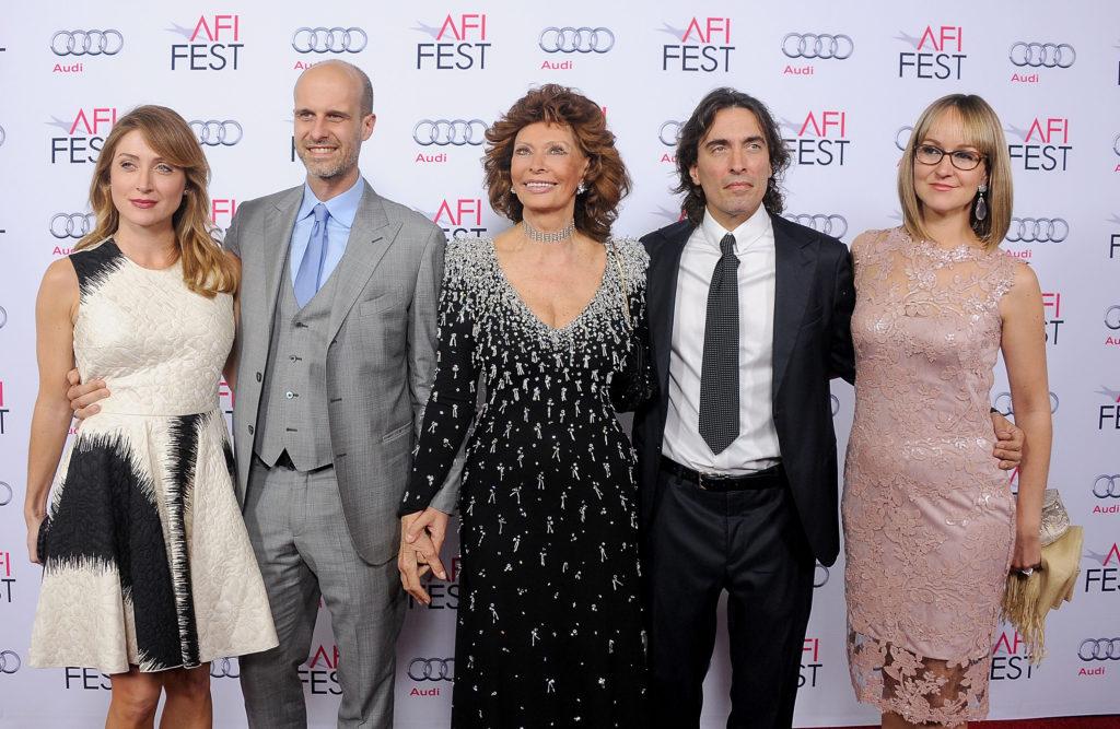 Sasha Alexander színésznő, Edoardo Ponti, Sophia Loren, Carlo Ponti, Jr. és Mészáros Andrea 2014-ben egy kaliforniai rendezvényen (Foró: Gregg DeGuire/WireImage)