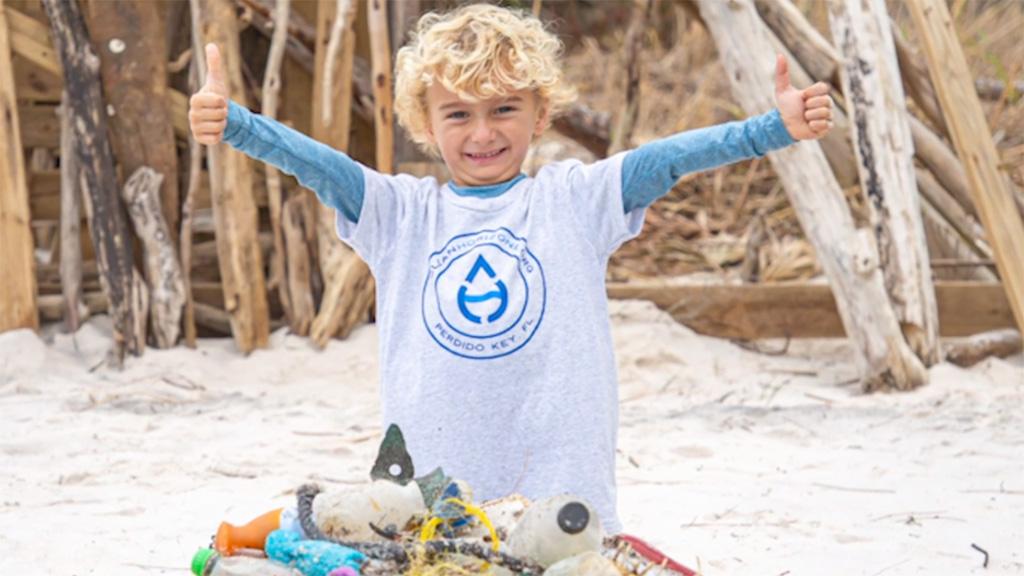 Oliver Carver, a tengerpartokat takarító kisfiú