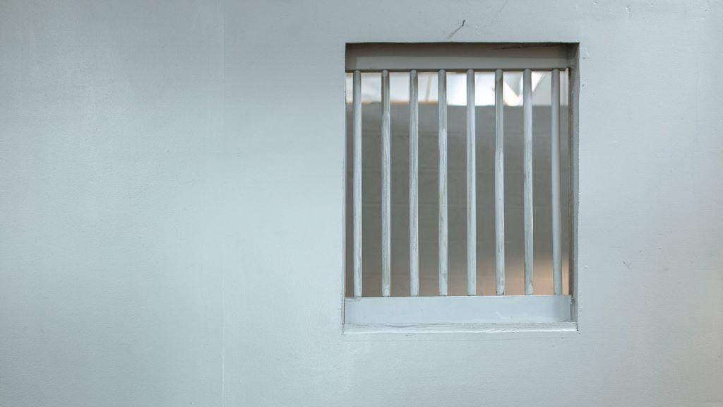 börtön, cella