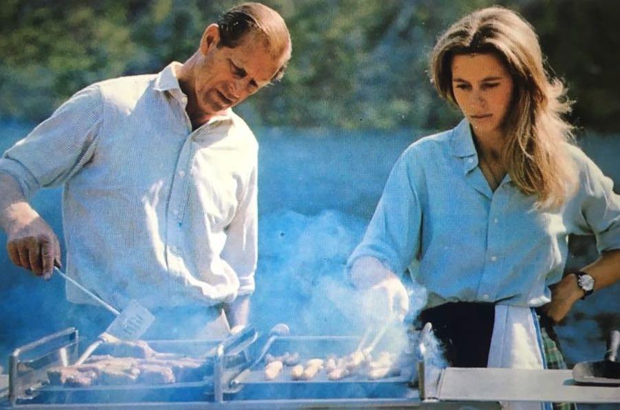 Fülöp herceg és Anna hercegnő grillezés