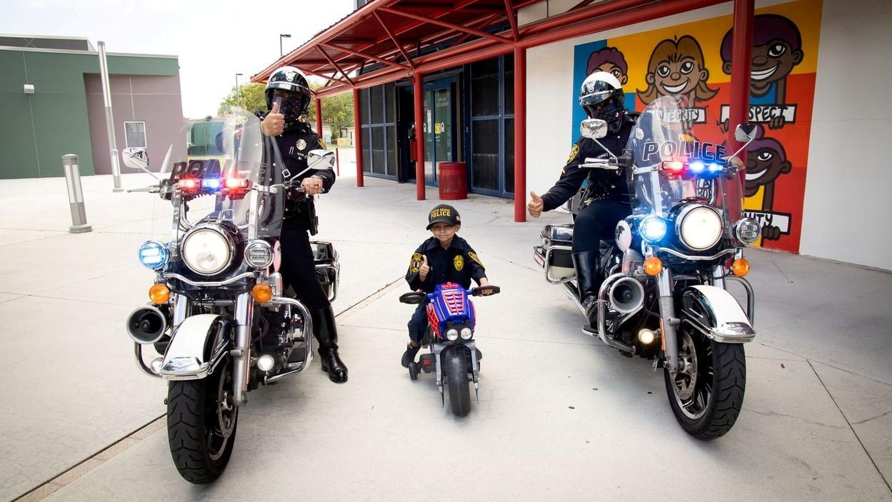 Jeremiah Valera egy napot tölthetett a miami rendőrökkel.