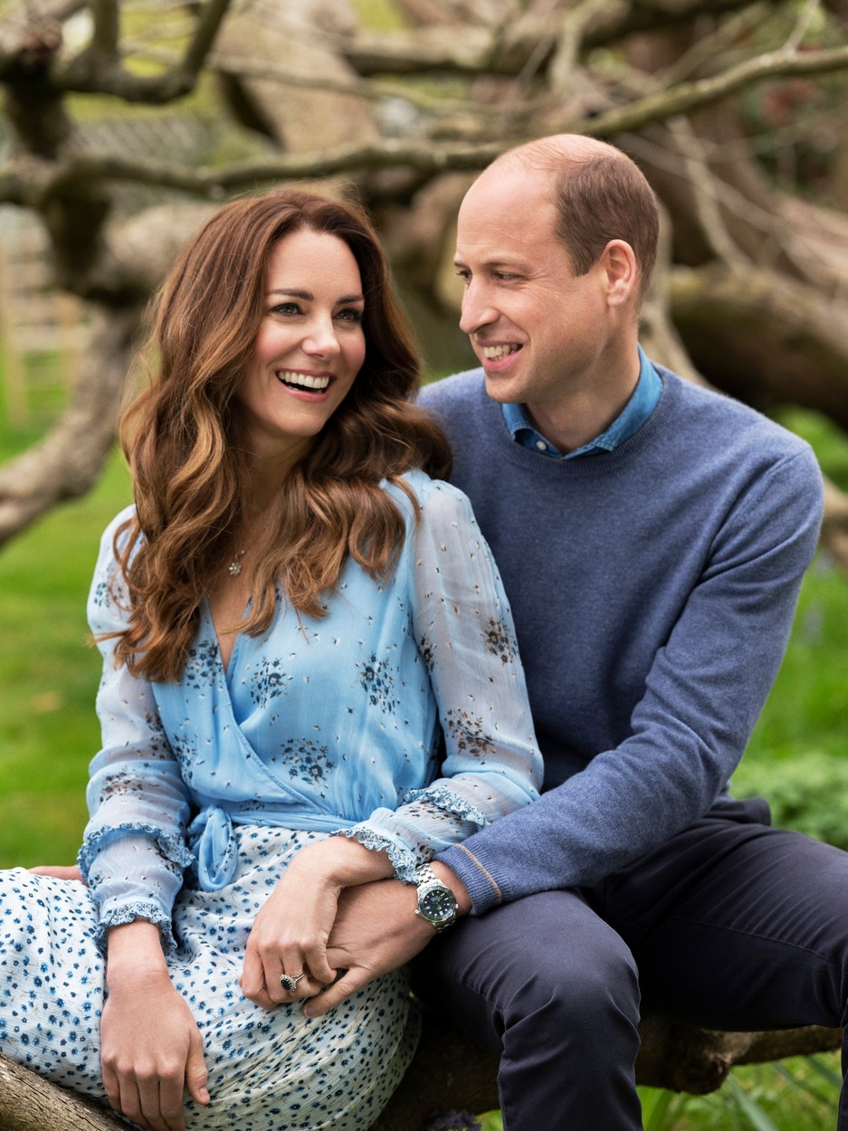 Vilmos és Katalin a Kensington-palota udvarán (fotó: Profimédia)