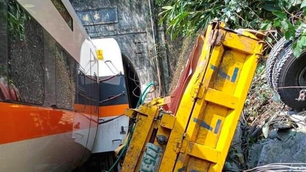 Az alagútban siklott ki a vonat (Fotó: Twitter)