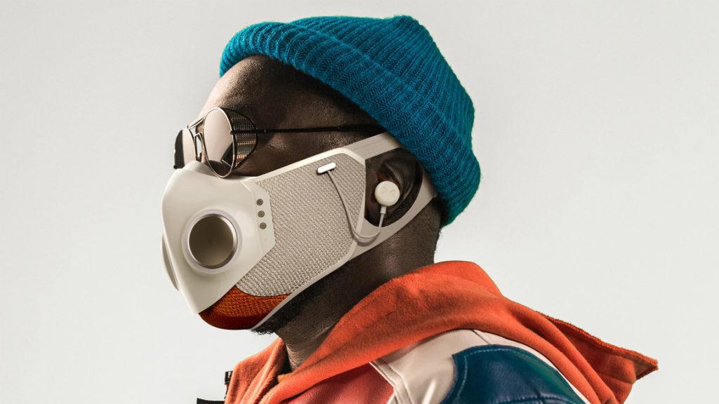 Nem párásodik többé a szemüveg a világ első intelligens maszkjával