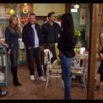 Jennifer Aniston, Courteney Cox, Lisa Kudrow, Matt LeBlanc, Matthew Perry, David Schwimmer a Jóbarátok: Újra együtt forgatásán