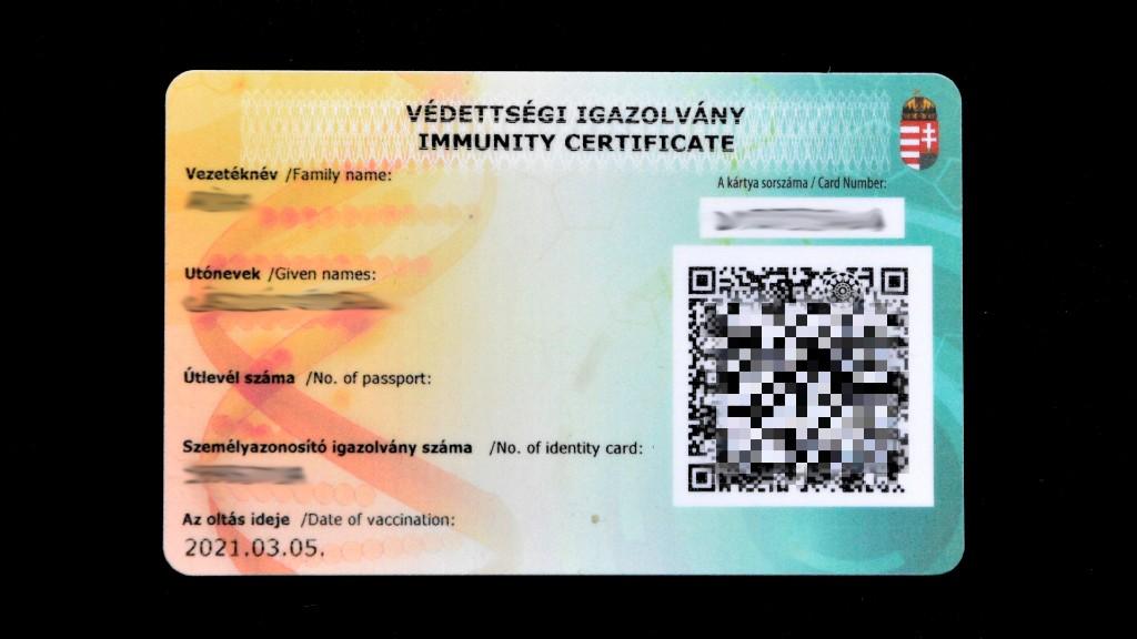 A szabad mozgást biztosító kártya (fotó: MTVA/Bizományosi: Róka László)