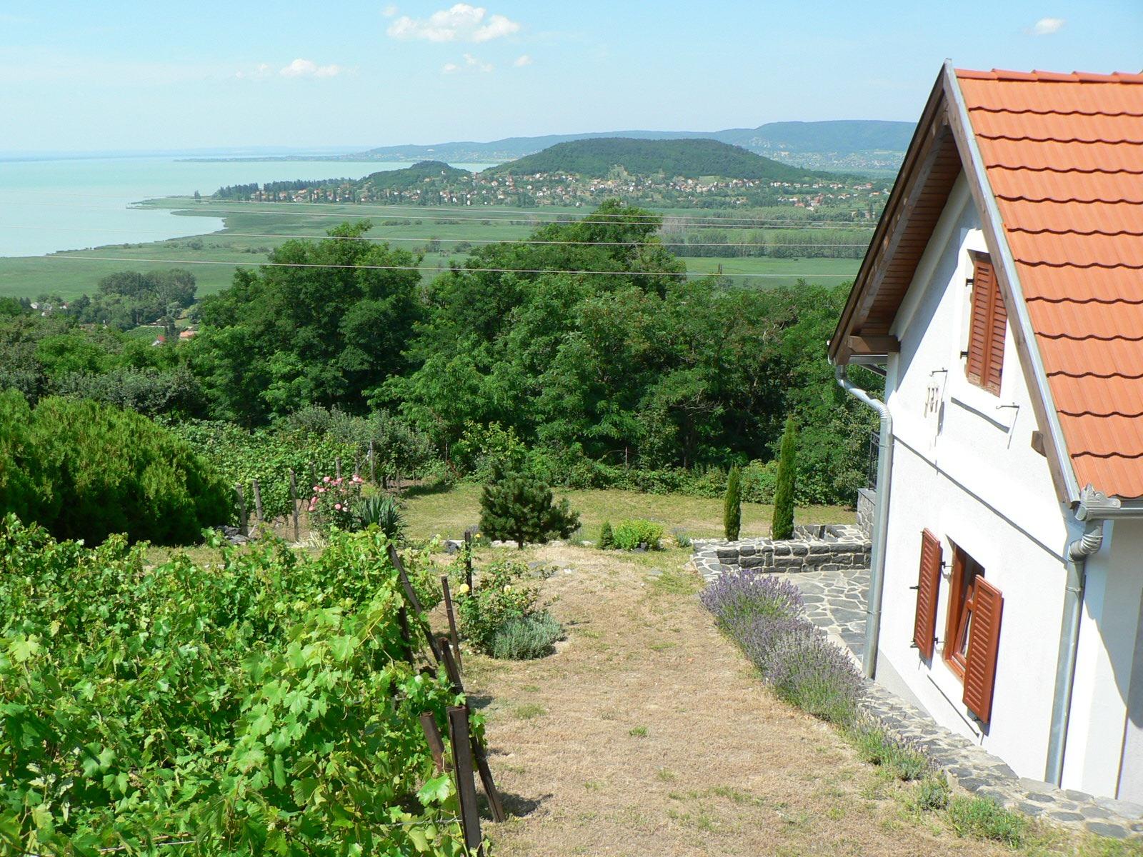 Eldugott helyek a Balatonnál
