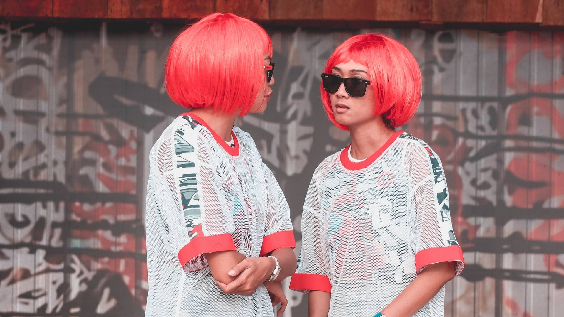 ikrek piros hajjal