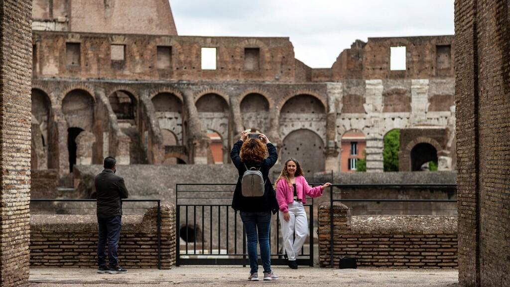 Rómában kicsit nyitottabb a világ (Fotó: MTI/AP/Domenico Stinellis)