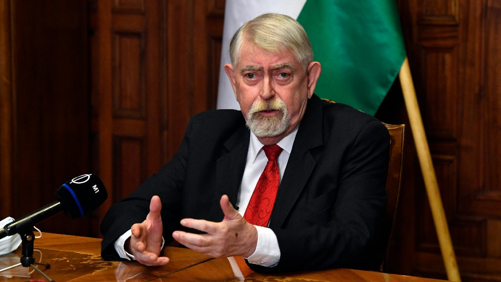 Kásler Miklós bejelent (fotó: MTI/Máthé Zoltán)