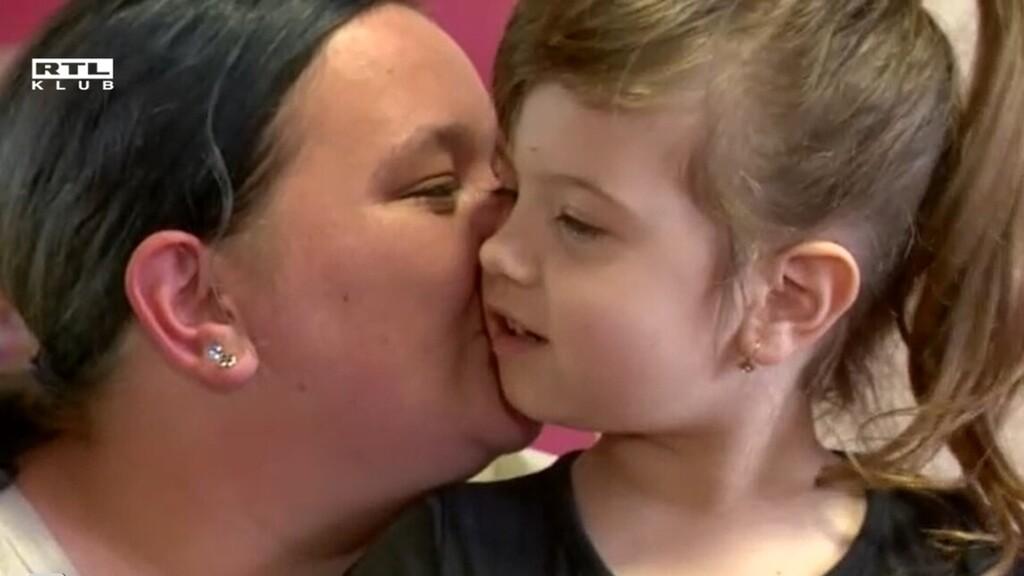 Ő az ötéves Elena, a kislány, aki mentőt hívott édesanyjához