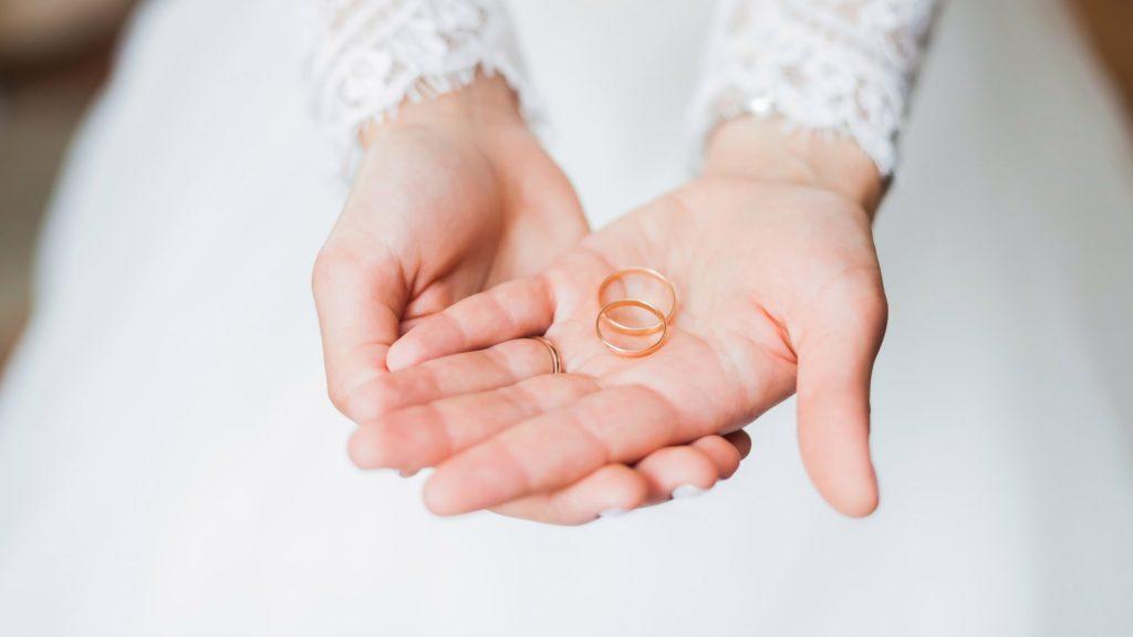 Gyűrűk az esküvőn