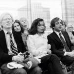 Andy Warhol, Bianca Jagger és Steve Rubell, a Studio 54 tulajdonosa Halston divatbemutatóóján 1978 körül.