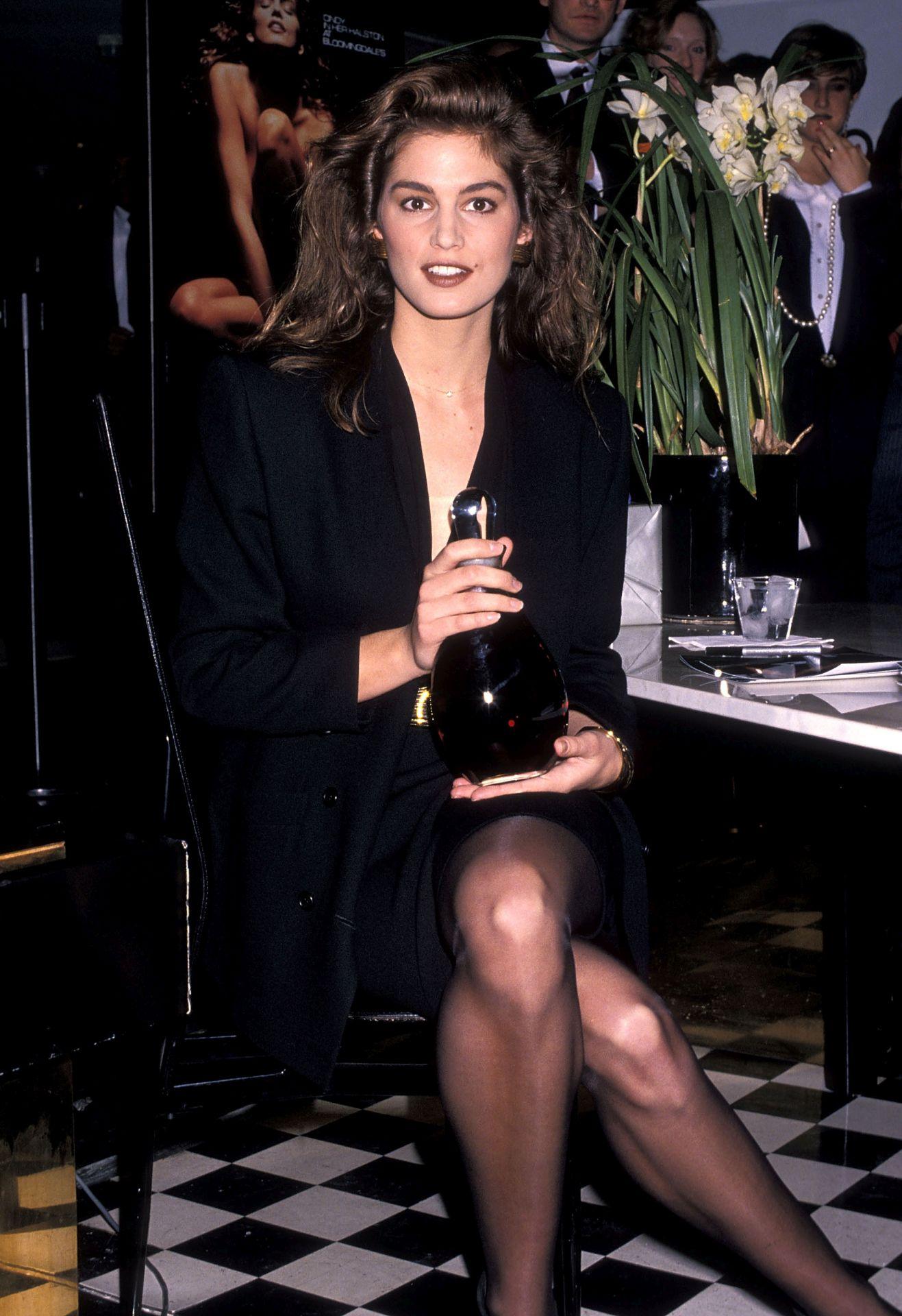1990-ben Cindy Crawford volt az akkori, legújabb Halston parfüm arca