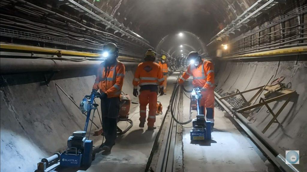 Egy 50 éves emlékre bukkantak a metrófelújítás során a Deák téren