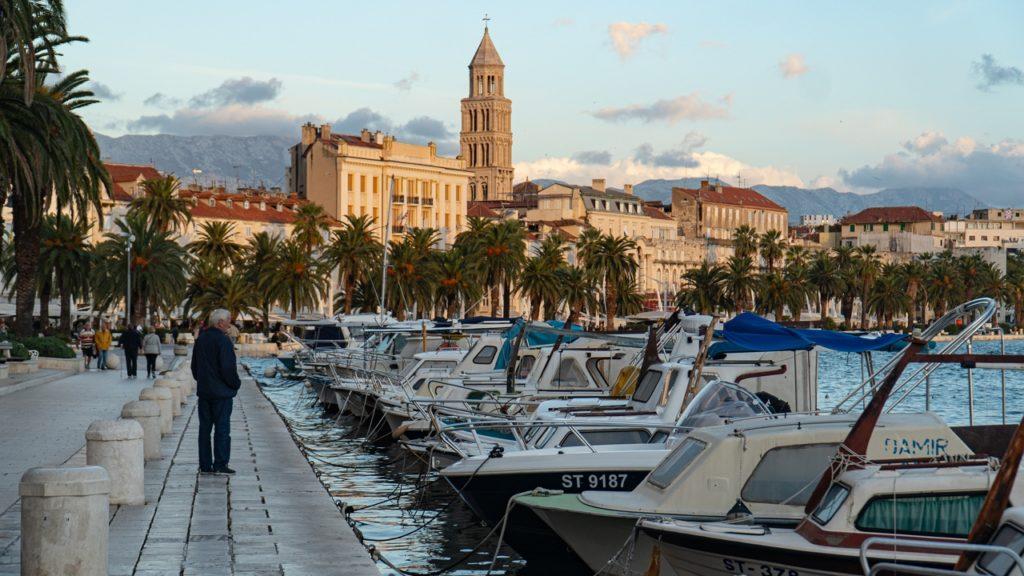 Meghosszabbította a korlátozásokat Horvátország, egy szimulációtól teszik függővé a nyitást