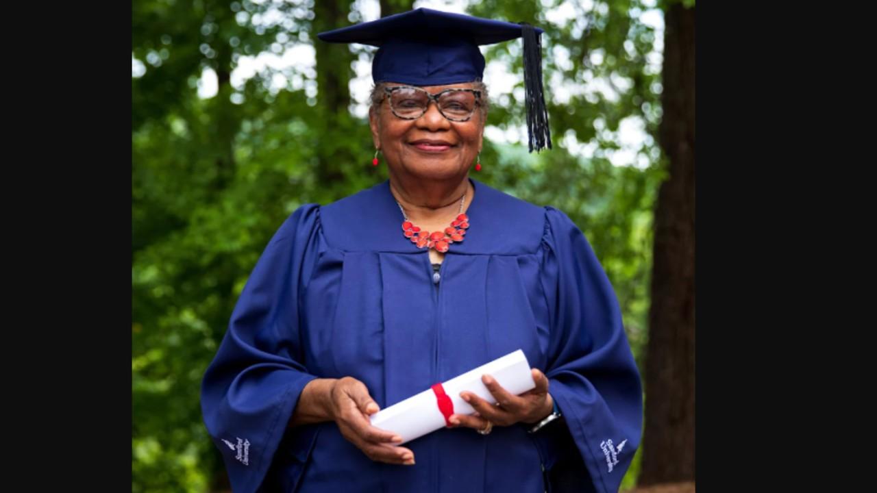 Vivian Cunningham a diplomaosztón (fotó: Samford University)