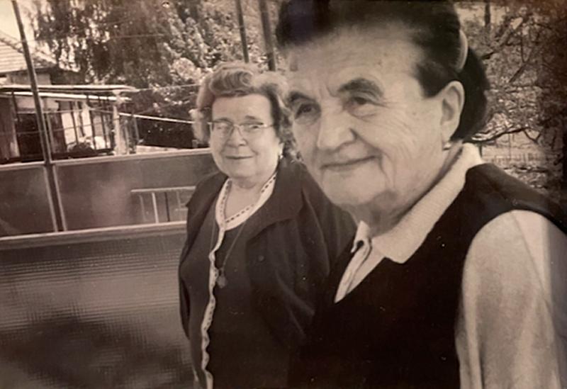 Édesapám és édesanyám mindig dolgoztak, így Rózsi néni vigyázott rám nagyon nagy szeretettel