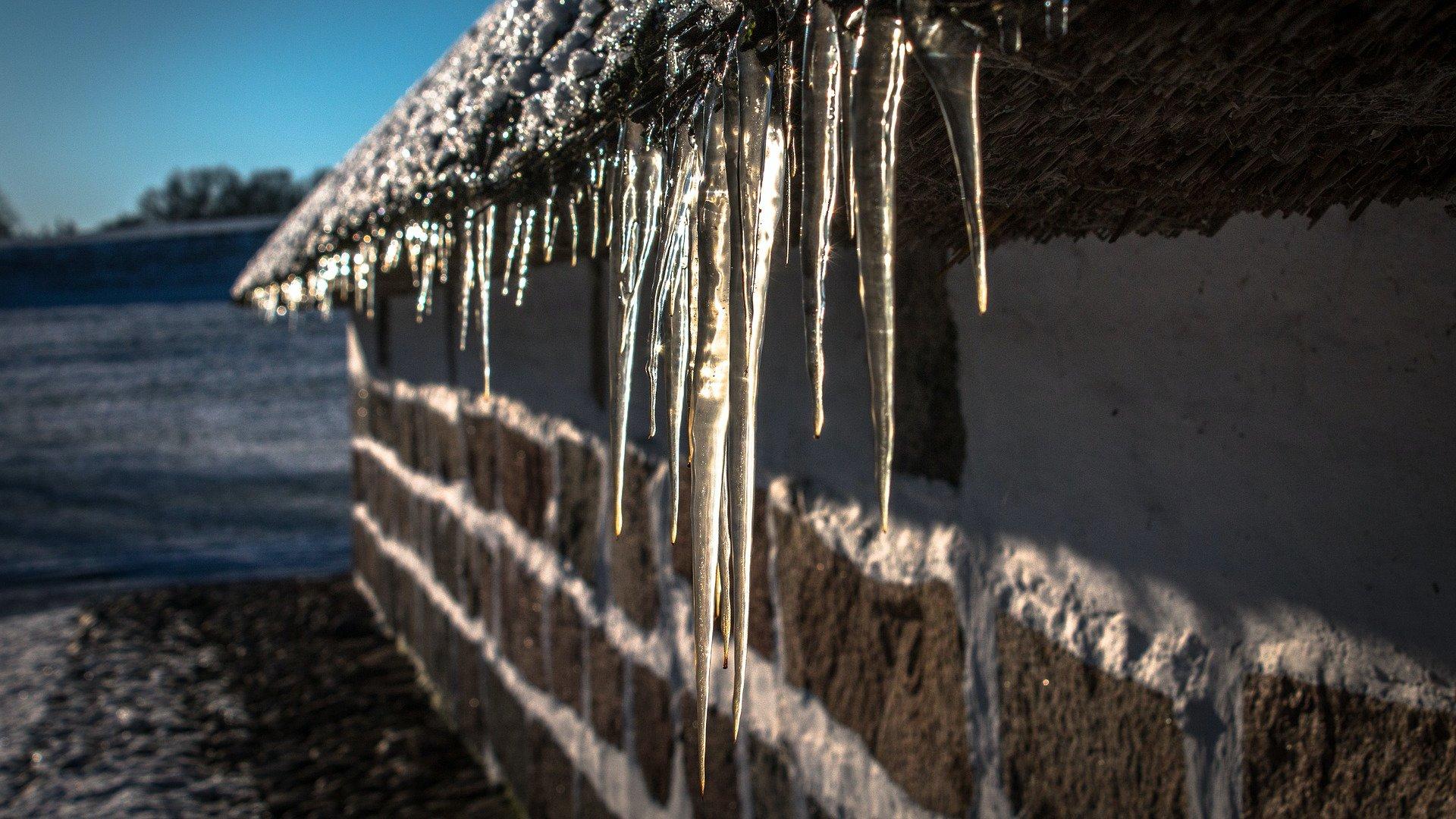 Jégcsapok egy házon
