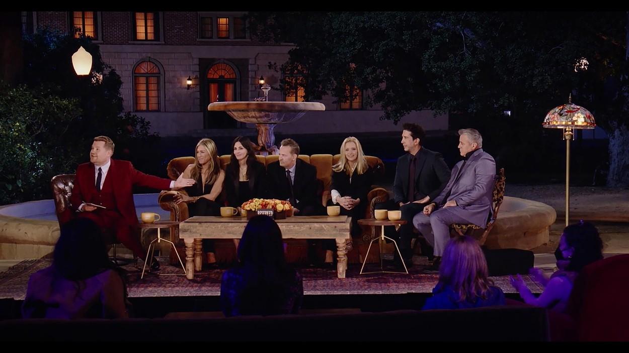 Jennifer Aniston, Courteney Cox, Lisa Kudrow, Matt LeBlanc, Matthew Perry, David Schwimmer beszélgetett James Cordennel a Jóbarátok 2021-es visszatérésén