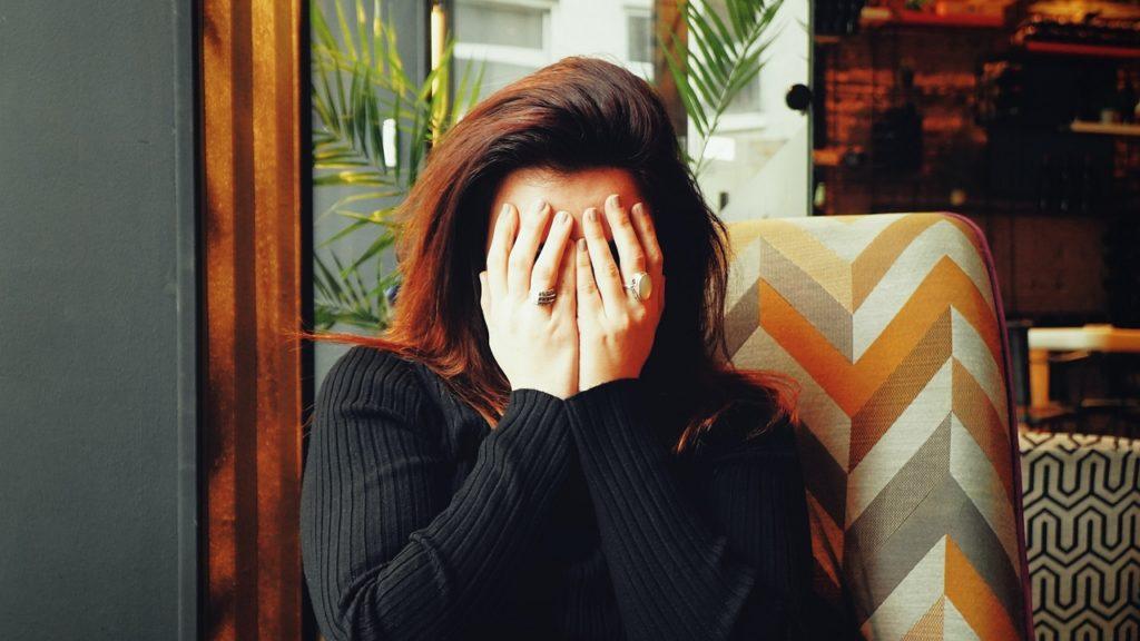 Állandó migrénes rohamokkal küzd a post-covidos nő