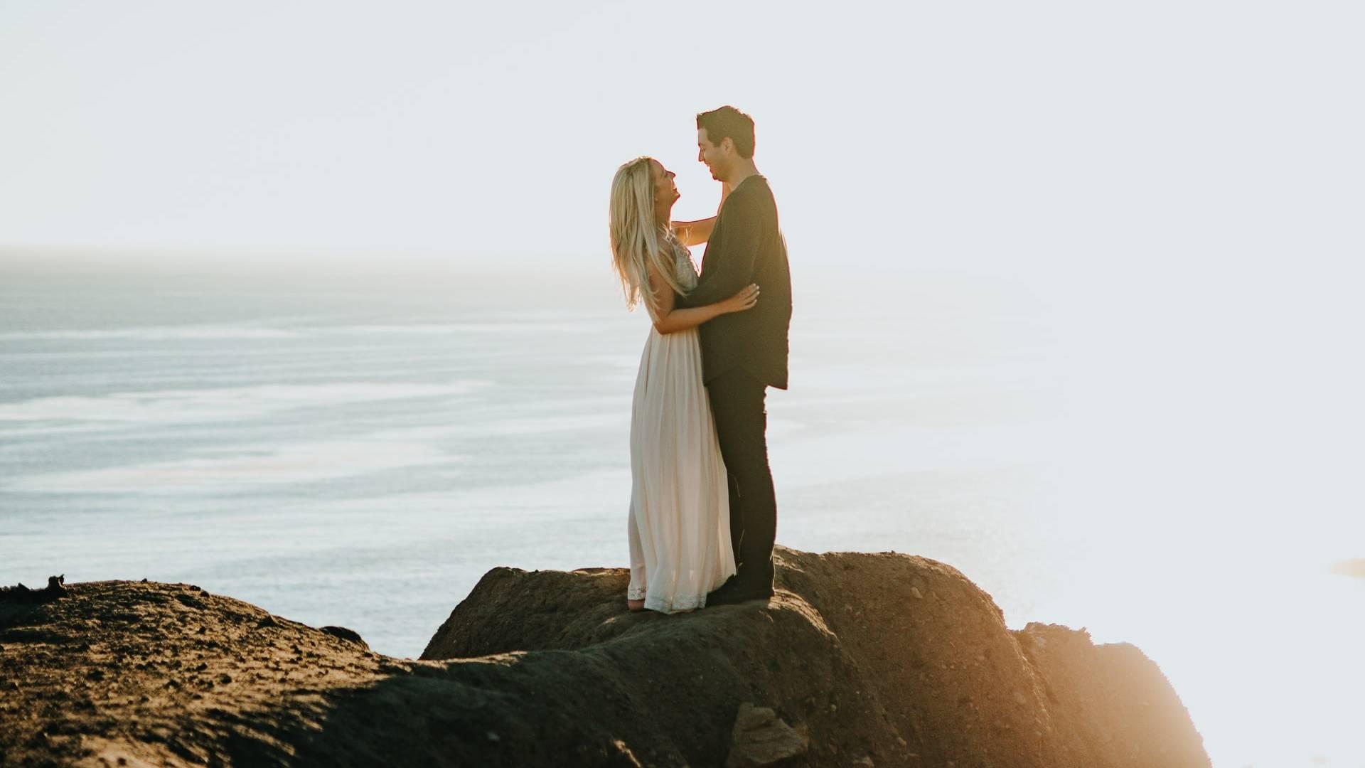 szerelmes menyasszony és vőlegény