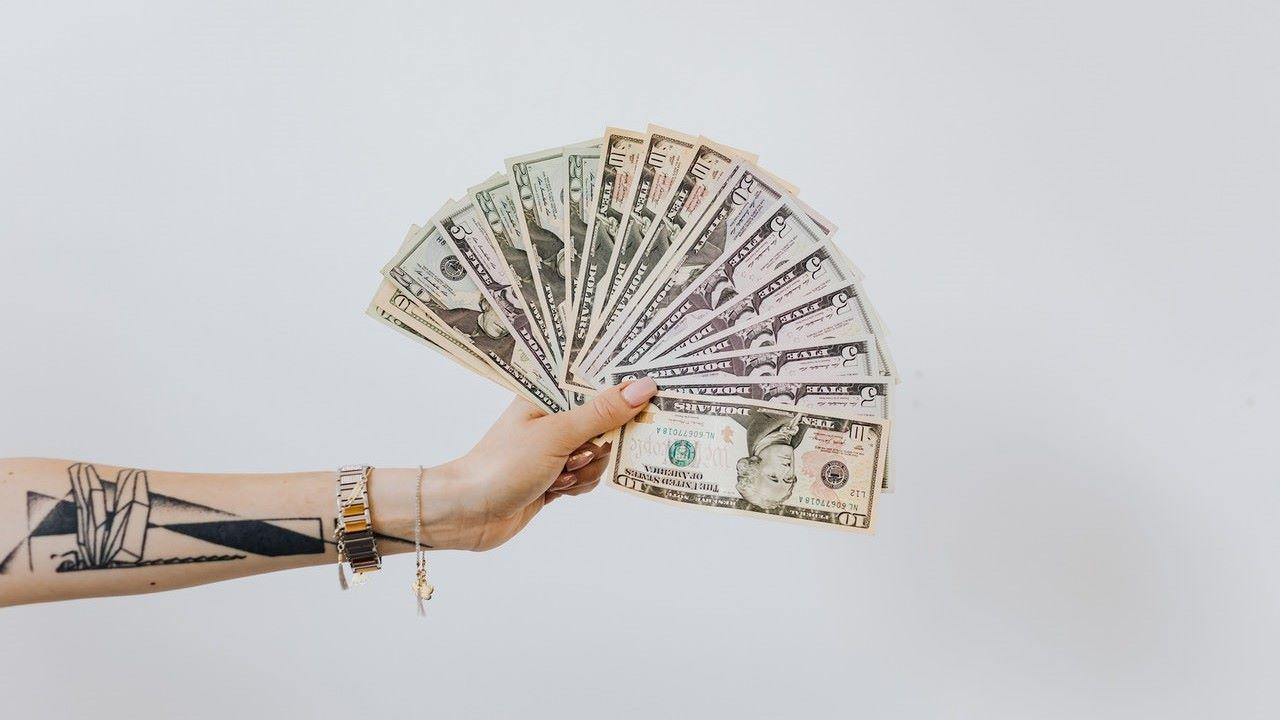 pénz, anyagiak, eladás
