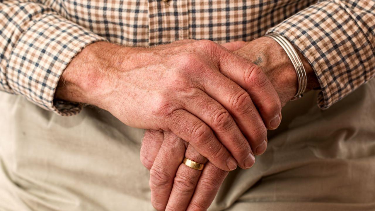 nyugdíjas, idős