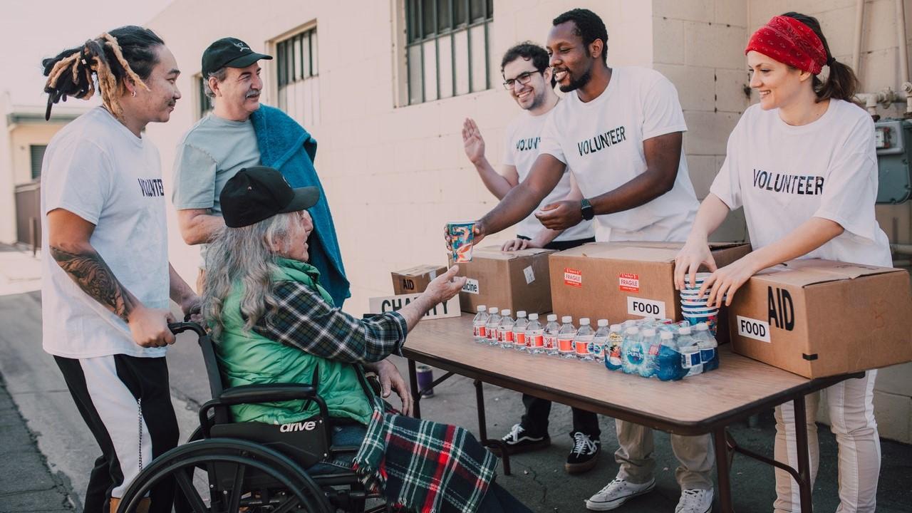 hajléktalanok, adomány