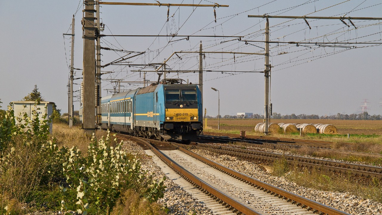 Sűrűbben járnak a vonatok a Balaton déli partjának irányába (fotó: Pixabay)
