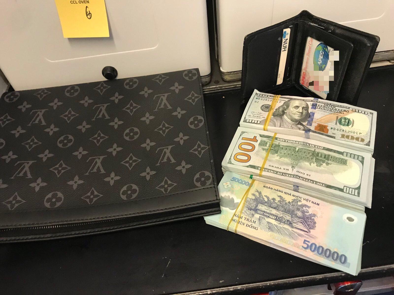 Repülőn felejtett pénztárca