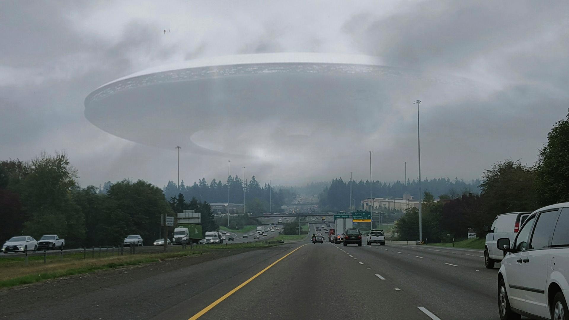 Júniusban hozza nyilvánosságra UFO-jelentését az amerikai kormány