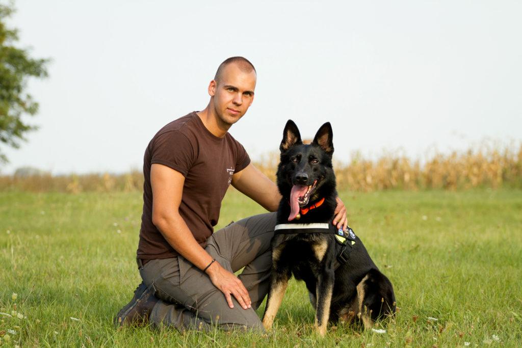 Gábor és kutyája Falco (Fotó: Gáti Oszkár Dániel)