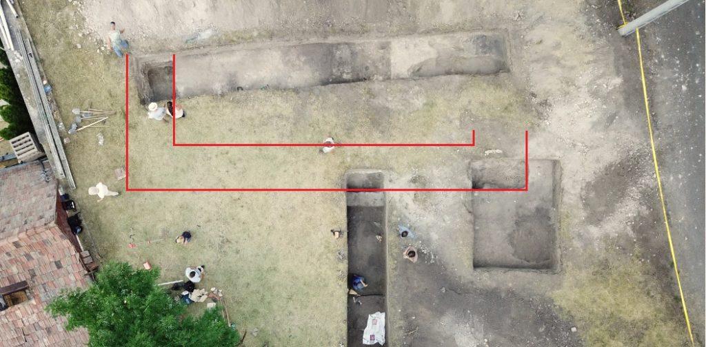 A feltárás a megismert templomfal vonalával (Fotó: Tóth Béla)