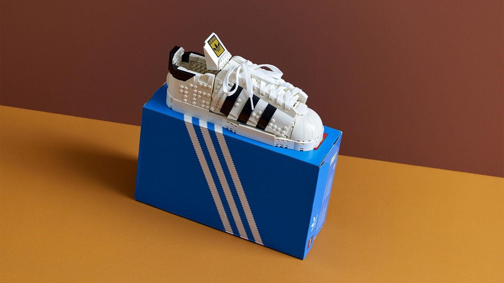Szuper együttműködésben készült a LEGO és az adidas legújabb cipője