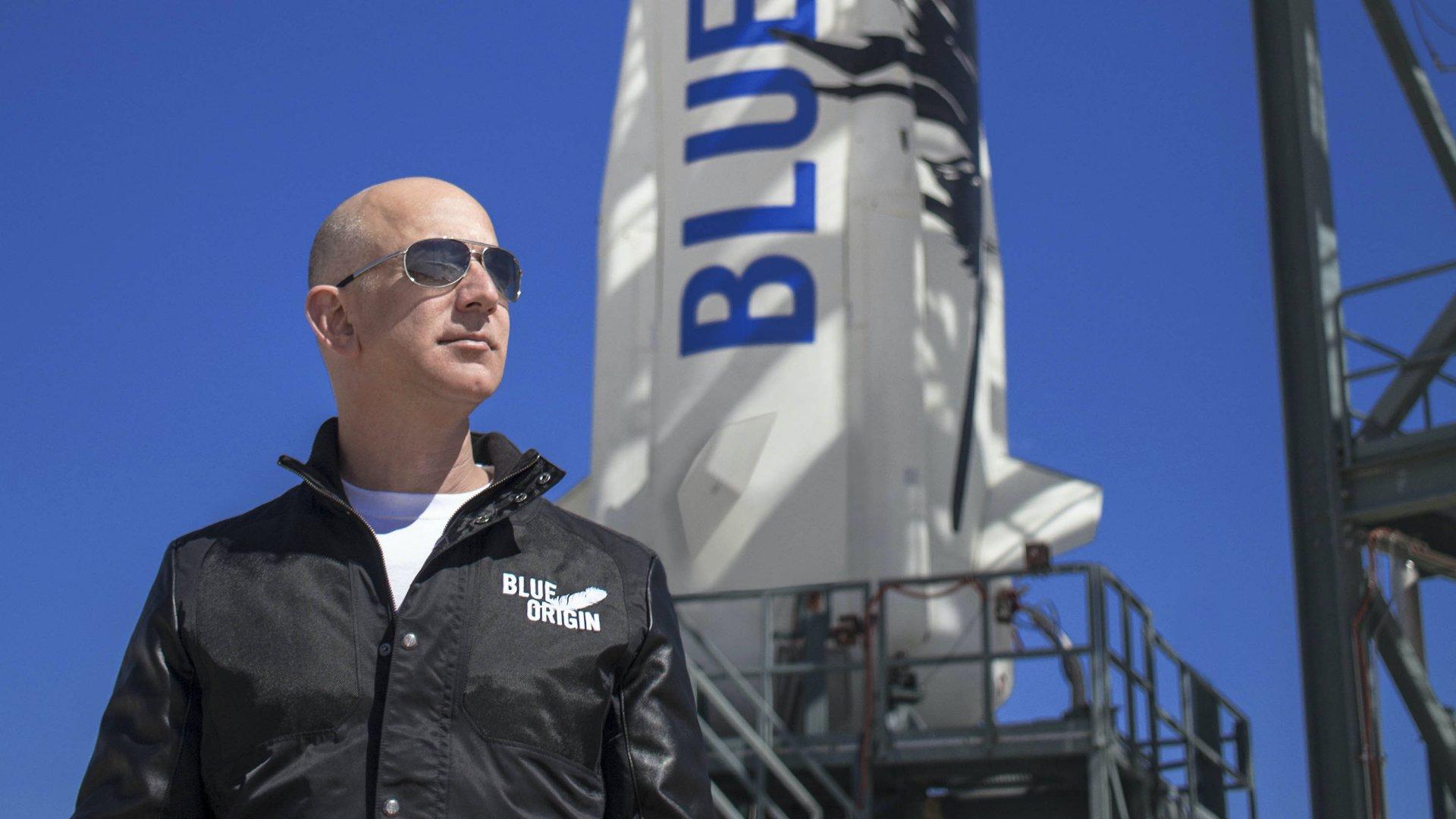 Valaki 8 milliárd forintot fizetett, hogy Jeff Bezosszal utazzon az űrbe