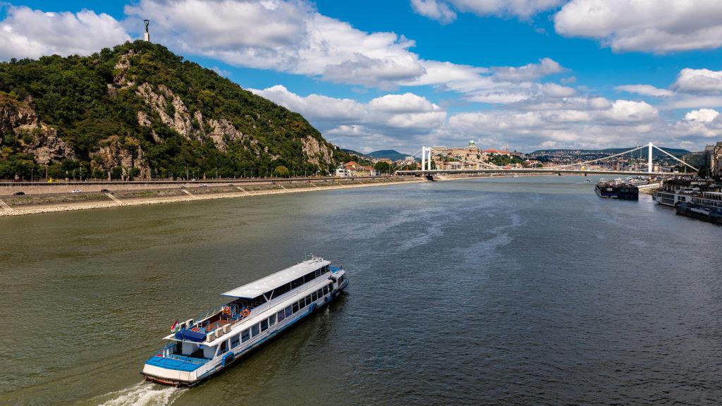 Hajó-körjárat indul péntektől Budapesten