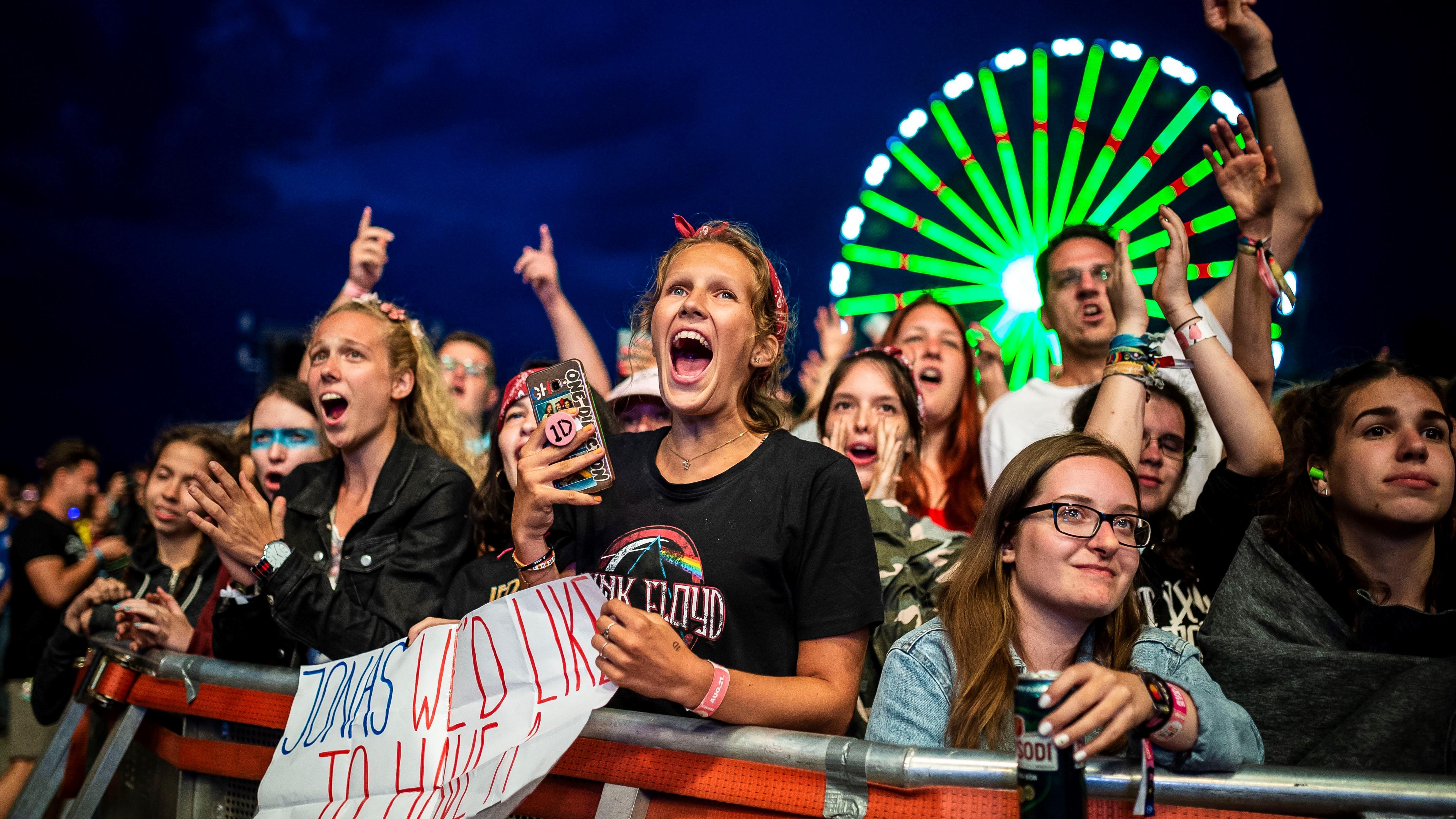 Zamárdi, 2019. augusztus 21.Közönség Jonas Blue (Guy James Robin) brit dj koncertjén a zamárdi Strand Fesztiválon 2019. augusztus 21-én.MTI/Bodnár Boglárka