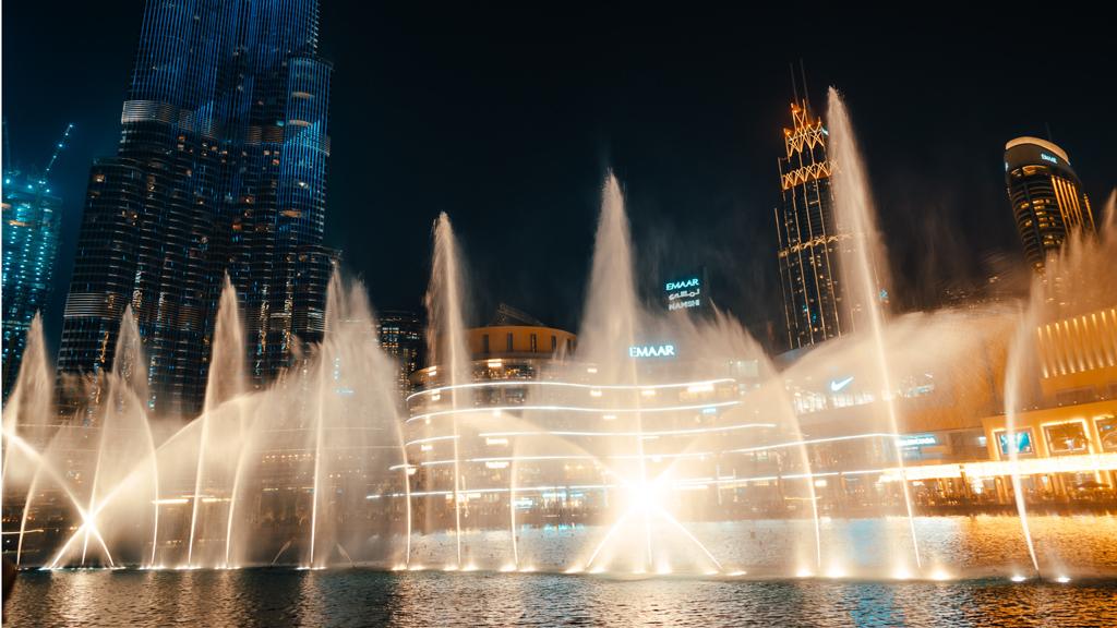 Dubai Fountain, háttérben a Burdzs Kalifa / Fotó: Unsplash
