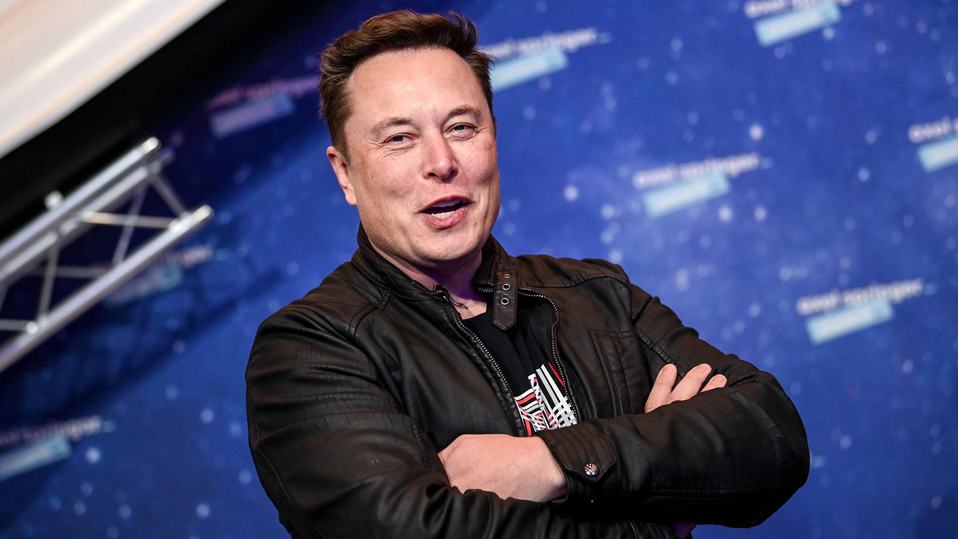 Beleállt Elon Muskba az Anonymous hacker-kollektíva