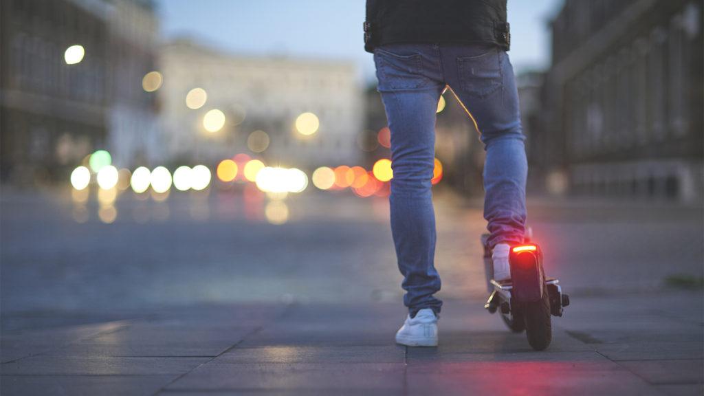 Két e-rolleres okozott halálos balesetet Párizsban