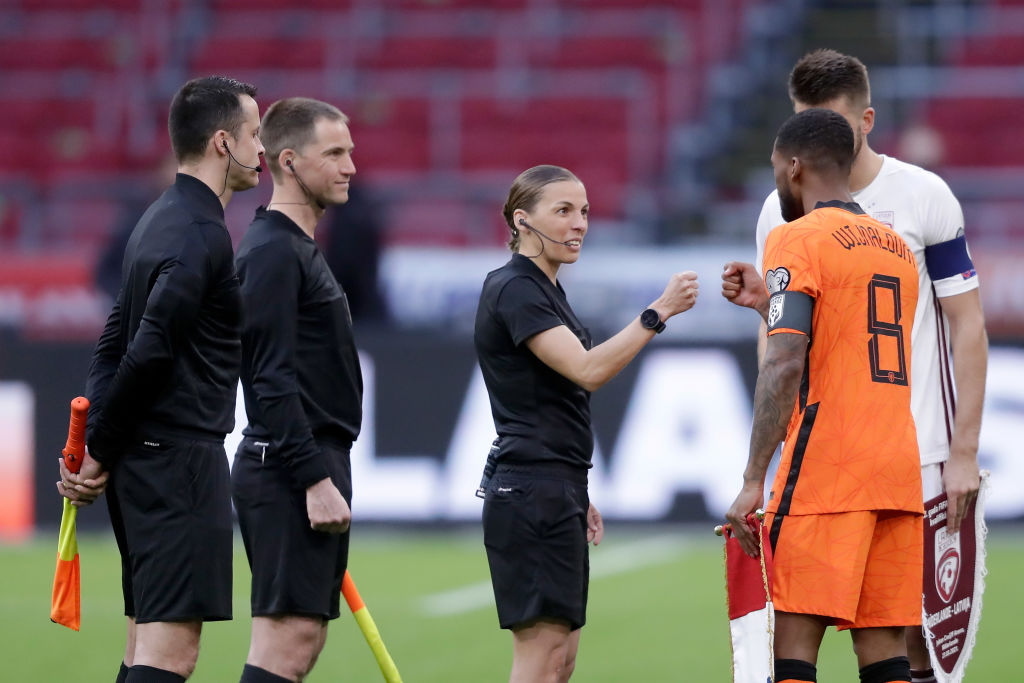 Innovációnak nevezhető, hogy Stéphanie Frappart női segédbíróként szerepel a foci EB-n a játékvezetők listáján