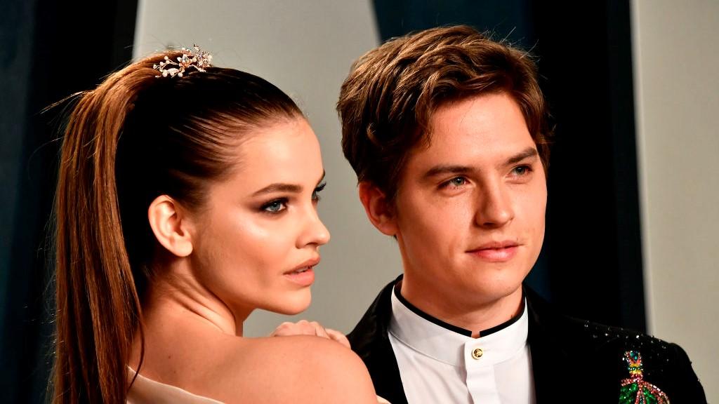 Palvin Barbara és Dylan Sprouse a Vanity Fair Oscar-buliján 2020 februárjában.
