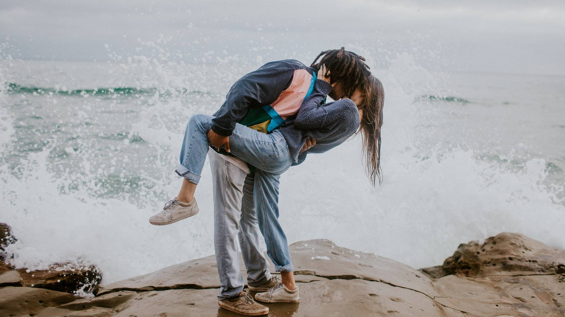 szerelmespár tengerparton